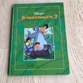 Sælger denne bog: Disney's Junglebogen2. Mowgli bor i landsbyen med sin nye familie. Men Mowgli savner junglen og sine gamle venner - og de savner ham! Er som ny, kommer fra et ikke ryger hjem. Kan afhentes i 2990 Nivå eller sendes mod betaling