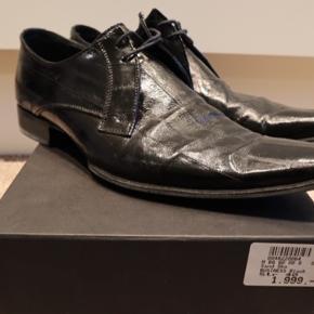 Super behagelige. Har fået monteret gummi såler i stedet for de originale læder såler. Brugt 4 gange. Har koster 1.999,- + Gummisåler hos skomageren. Afhentning i Hornbæk eller Glostrup.