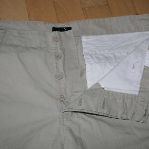 #Secondchancesummer  God sommer shorts. Næsten nye. Brugt måske 5-7 gang. 100% bomuld.  Ind. længde 33 cm, talje 48 cm.  Uden pletter, huller og parfume. Fra røgfrie hjem.