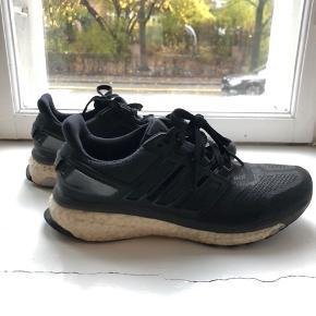Adidas energy boost! Str. 38 2/3 Skriv for flere billeder. 😊 Prisen er ikke fast, så kom gerne med et bud!💞