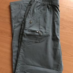 lækre bukser med masser af stræ, elastik i taljen og bløde indeni brystvidde 2 x 34 til 40 indvendig benlængde 70