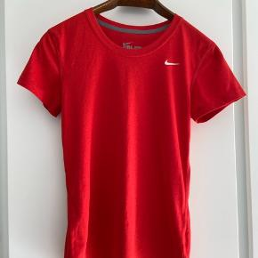 Nike DryFit - aldrig brugt.