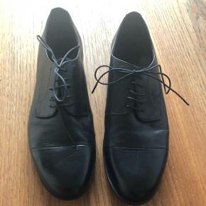 Flotte herre inspirerede sko, brugt 1 gang og er som nye.