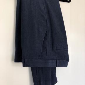 Lækre bukser i uld blanding. Bukserne har foer.   Model med lige ben.   #30dayssellout Farven er som første foto.