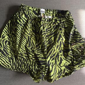 Ganni shorts, brugt 1 gang,