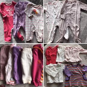 Blandet mærker, 36 dele: 10 l/æ body, 6 k/æ body, 5 par bukser, 3 heldragter, 2 natdragter med fødder, 6 bluser/trøjer, 1 sommerdragt, 1 par shorts og 2 tunikaer.