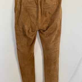 Super lækker ruskinds buks... de er kamel farvet... flot farve... desværre lige det mindste til mig... Bytter ikke  Ved ts salg plus gebyr