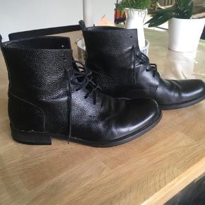 Royal republic støvler i læder. Imprægneret og brugt få gange.