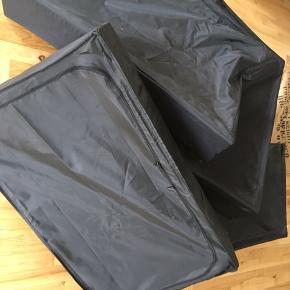 Ikea opbevaring til under seng Pæn stand, dog en med strop  sprunget. Mål 93x55x19 cm Sendes ikke  Alle 4 for 175kr.