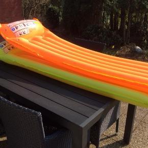 2 stk luftmadrasser, kan bruges op til 120 kg. Sælges samlet for 40 kr eller 25 kr/stk  Fra ikke ryger hjem
