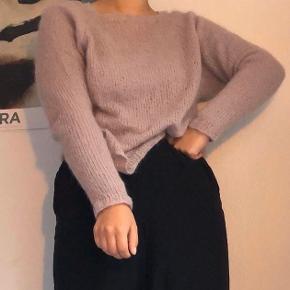 En sød strik købt i vintage butik, tror det kunne være alpaca uld eller noget andet blødt.   #30dayssellout