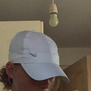 Hvid Nike kasket🥰 kun brugt en enkel gang, og er derfor som ny.
