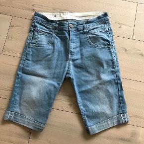 Varetype: Shorts Størrelse: 29 Farve: Lys denim Oprindelig købspris: 700 kr.  Model nerak