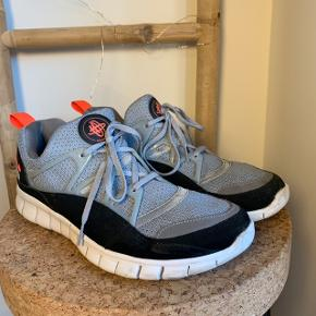 ✨ NIKE HUARACHE OG ✨   UK 9 - EUR 44   Første Nike Huarache model, der nogensinde er blevet lavet   Enkelte tegn på slid - ellers fin stand   Giv gerne (realistisk) bud 🙏🏼   Kvittering eller original kasse medfølger IKKE.   Kan mødes i København ved handel eller sende via. DAO