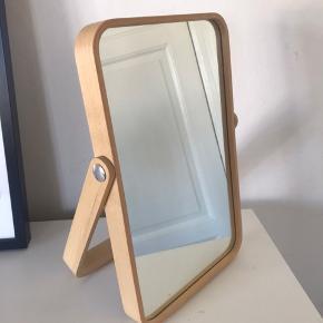 Rigtig fint spejl fra IKEA. Kan både hænge og stå.   Afhentes hurtigst muligt i Aarhus N. Hurtig handel prioriteres