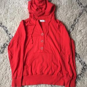 Fin rød hoodie / hættetrøje fra Milla i xl  Spørg gerne for flere billeder ☀️☀️🐝  Kom gerne med bud og tjek mine andre annoncer, sælger ud af en masse tøj, da det desværre er blevet for stort ✔️🙋🏼♀️   Er altid klar på en hurtig handel ☺️🌸