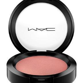 Mac Powder Blush i farven Pinch Me.Er aldrig brugt :)