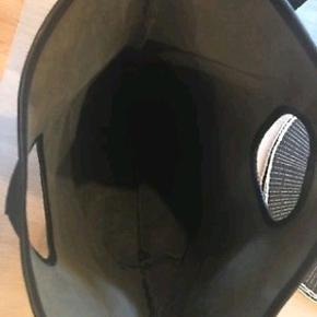 #30dayssellout Super fed håndtaske ikke brugt meget. Sort kernelæder. Købt på Louisiana.   Nypris 1600,-