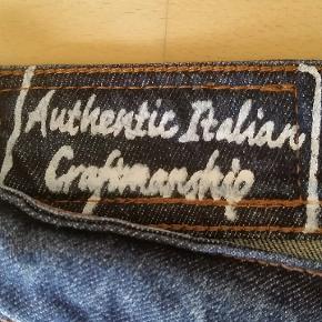 Flotte jeans str. 34/32 Livvidde: 94 cm Indvendig benlængde: 79 cm