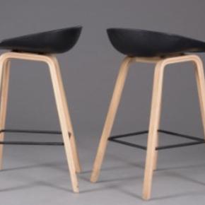 Flotte HAY barstole som jeg ikke har plads til nogen steder længere. De har bare stået, uden at blive brugt.   Modellen hedder: HAY about a stool.  H. 65 cm  NP pr. Stol var 1350 kr.