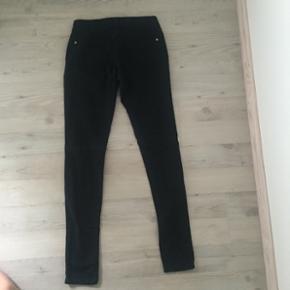 Sorte skinny jeans fra forever 21. Str 24
