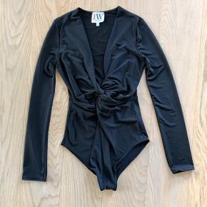 Sort bluse, brugt en gang 👚 Kan sendes på købers regning  💌