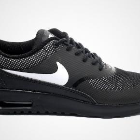 Nye Nike Air Max Thea. Super elegante sneakers. Kan fx afhentes på Amager.