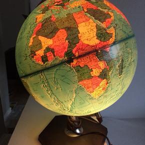 Retro globus med lys. Ledning cirka 190 cm  Mængderabat ved køb af flere varer