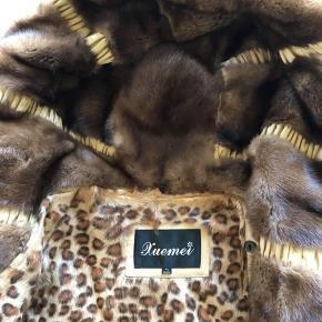 Ægte pels fra Xuemei. Str. XL. Super lækker, som ny med aftagelig foer.🌟 Np: omkring de 10.000kr