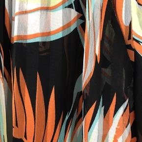 Smuk lang maxi skirt i flere smukke farver. Lommer i siderne Str. xs, men kan sagtens bruge af str s evt. lille medium
