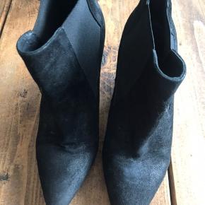 Den lækre, klassiske støvle fra Billibi. Købt herinde, kun brugt af mig 1 gang. Er i fin stand. 🤍♻️
