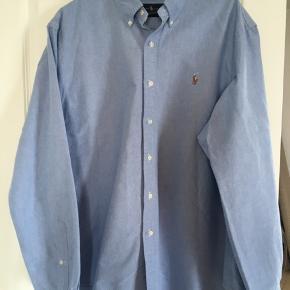 Klassisk Ralph Lauren skjorte i god kraftig kvalitet - brugt 1 gang