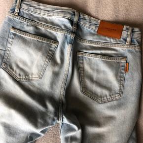 Super lækre sandro denim jeans. De her er igen en størrelse 29 i deres størrelser, som passer til en størrelse eu 48.