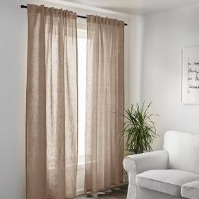 Beige/lys brun hør gardiner fra ikea. AINA. Måler 145*250. Gardinstang kan købes i ikea.