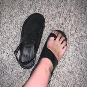 Fede asymetriske sandaler fra ASOS. En str 5 svarende til en 38.