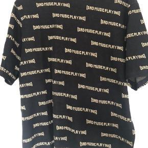 Fed t-shirt i str S (herre størrelse)   Brugt to gange