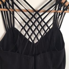 Kjolen er aldrig brugt, da den er købt for stor. Den er derfor helt ny.  Nypris 300kr