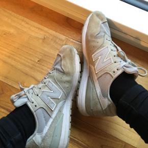 New Balance sneakers i suede. Brugt 7-10 gange 😊