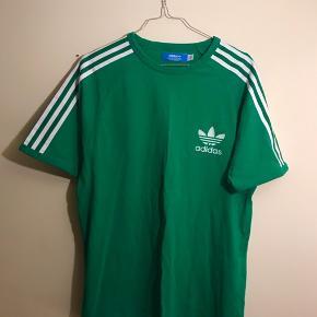 Grøn adidas t shirt