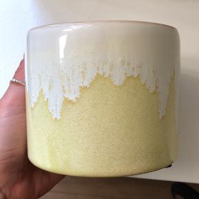 Skøn tie dye krukke / urtepotte i rigtig fin farve. Aldrig brugt 🌝  Kan afhentes på Vesterbro eller sendes via ts 🌱💌