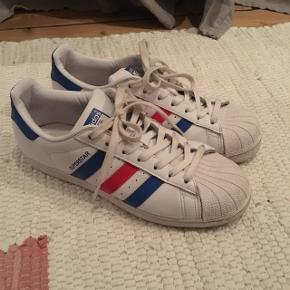 Adidas superstar rød og blå. Str. 40 2/3.