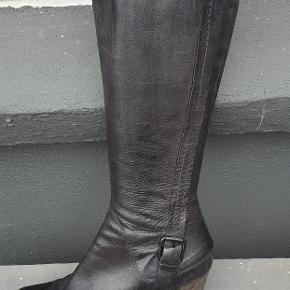 Flotte lange støvler fra Billi Bi. Sidder supergodt, er bare for smalle til.mig i læggen😢 (De er standardbredde)🙂