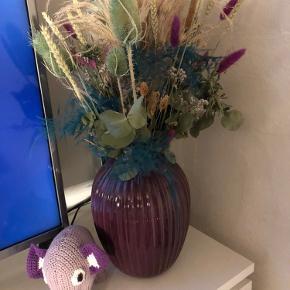 Aldrig været brugt, købt i sommers. Kun til de kunstige blomster som står deri nu :)