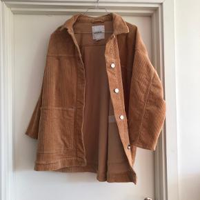Oversize jakke fra Monki