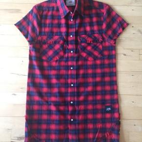 Sixth June skjorte med ripped kanter. Str. Medium Nypris 450 kr.