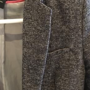 Fin tynd jakke eller kraftig blazer. Fra røgfrit hjem.