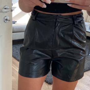 Super fede højtaljede PU shorts. Ikke brugt.