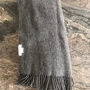 Dejligt og stort tørklæde. 100% uld
