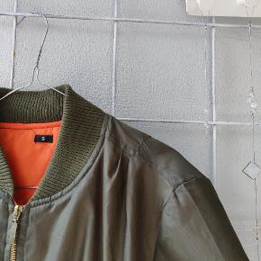 Super fin bumper jakke. Aldrig været i brug.