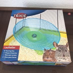 Hamster/gnaver tilbehør fra 50kr  Løbehjul 90kr 2 Drikkeflaske inkl sugekop 50kr Løbekugle 40kr